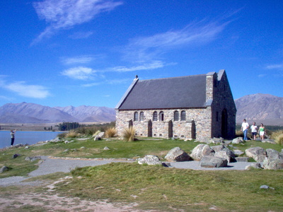 historic_little_chapel_church_in_tekapo_new_zealand_2_400