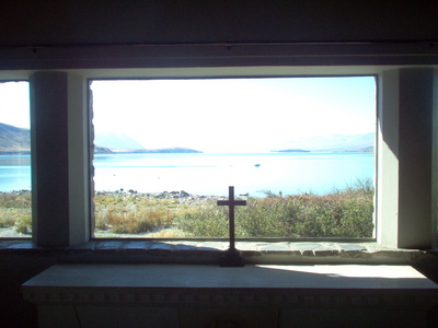 looking_out_window_historic_little_chapel_in_tekapo_400